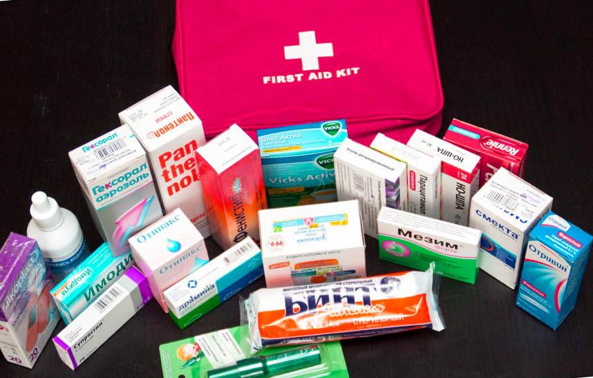 лекарства, аптечка, необходимые вещи