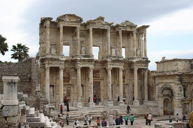 Турция, Эфес, руины библиотеки,